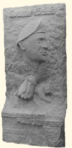 Stèle commémorative du Commandant Philippe Kieffer (taille directe) Créée pour le 25ème anniversaire du Débarquement de Normandie.