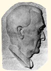 Stèle commémorative (détail du profil) du Colonel Léonard Gilles (taille directe)