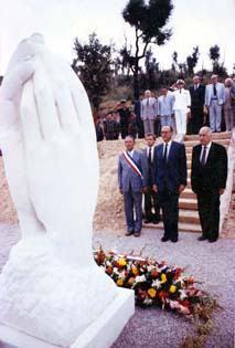 Le Mémorial des Sapeurs Pompiers du Tanneron (taille directe) lors de son inauguration par M. Jacques Chirac le 16 août 1986