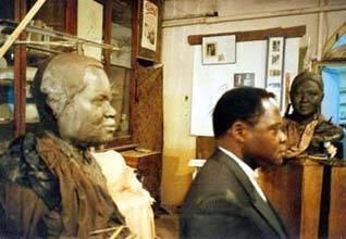 Modelage original du buste de M. Gankou. Ce buste a ensuite été coulé en bronze