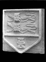 Blason en pierre aux armoiries de Caen (Collection publique, Caen).