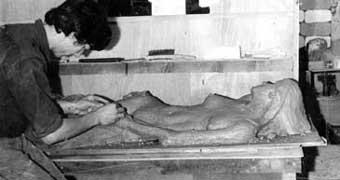 1967 - Modelage d'un nu