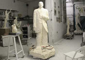 La statue de M. Jean Moreau dans l'atelier du sculpteur