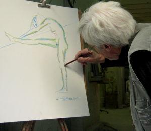 Le sculpteur Pétrus dessine les détails d'un pastel