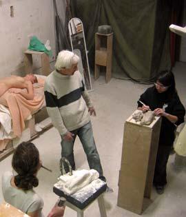Cours de sculpture (modelage et taille directe) d'après modèle vivant.