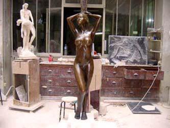 La statue en bronze