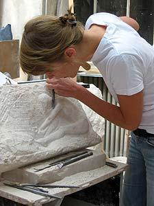 Claris Garnier  Bas-relief en taille directe