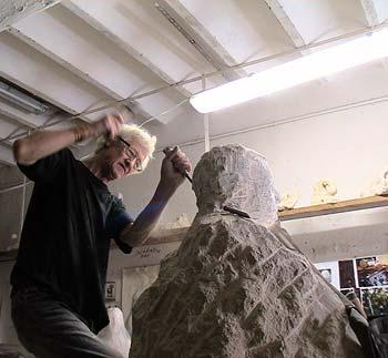 Création d'une statue en taille directe
