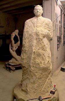 Juillet - Septembre 2008 Statue d'un homme en taille directe
