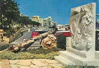 Bas-relief monumental : Stèle en hommage aux Marins Péris en Mer, Vallauris/Golfe-Juan