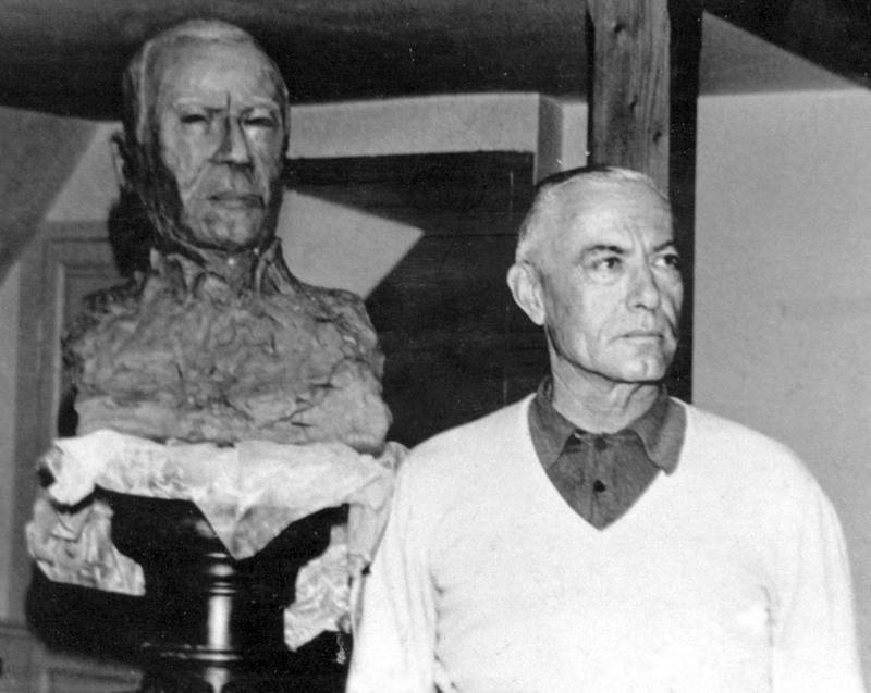 Le début du modelage du buste du marquis