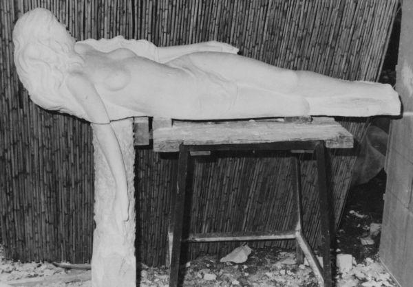 Sculpteur funéraire : création d'un gisant