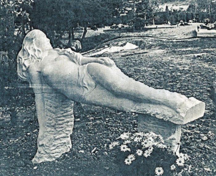 Une sculpture funéraire