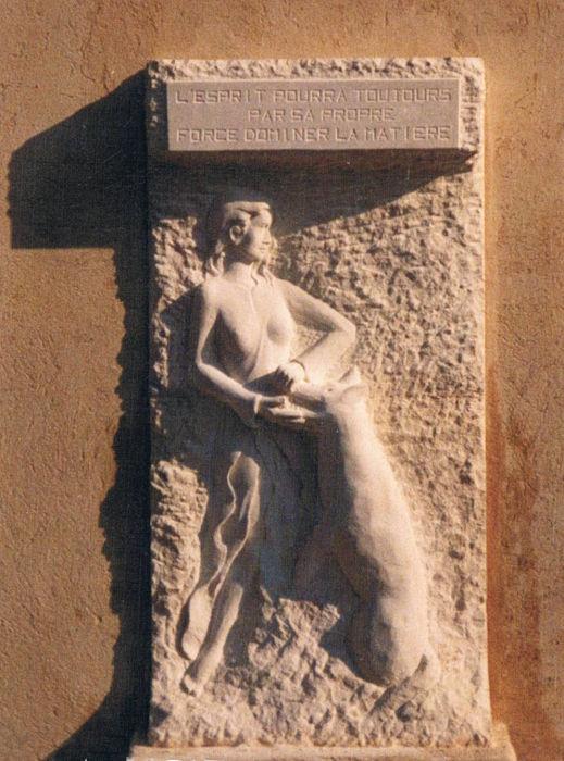 bas-relief en pierre pour l'école de Roquesteron