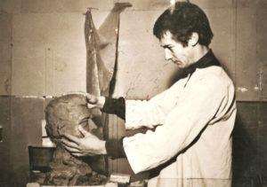 Modelage pour le buste en plâtre de Félix Gaillard