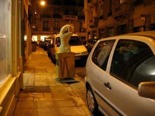 """11/12/2007 - Un soir, devant l'atelier... """"Le Silence"""" accueille le regard des passants"""