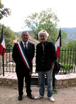 M. Sylvain Buzenet, maire de Claviers, et le Sculpteur Pétrus