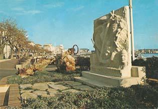 Une autre carte postale sur le monument de Golfe-Juan