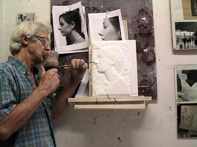 Etude de la ressemblance du visage Ici, le sculpteur travaille sur le nez