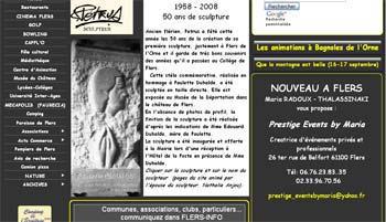 Août 2008 : le Sculpteur Pétrus et la stèle de Paulette Duhalde font la