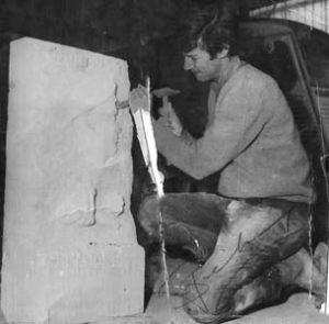 1969 : L'artiste sculpte la sèle en taille directe