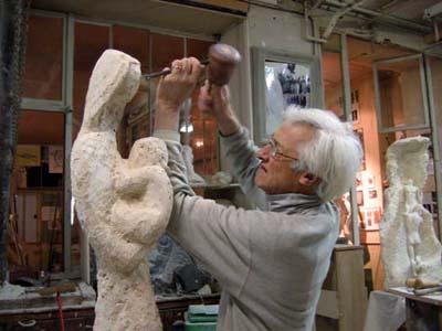 18/01/2007 - La sculpture est presque terminée. L'artiste sculpte la tête de Marie.
