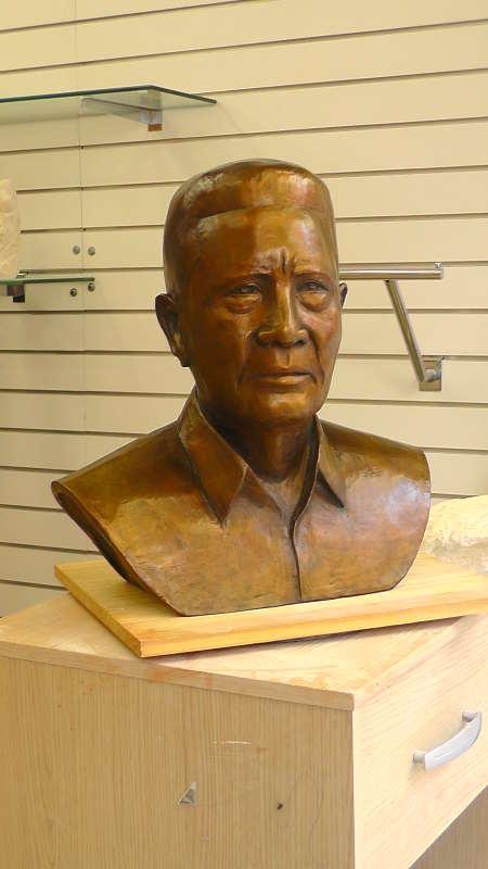 Le buste en bronze terminé