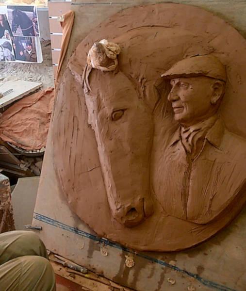 Le visage du cavalier et la tête du cheval prennent forme