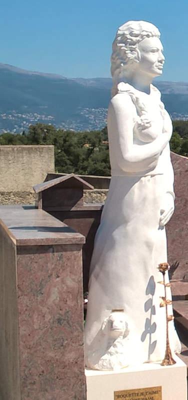 Le portrait en pied installé à la Roquette sur Siagne