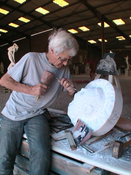 Mai 2011 : le portrait en marbre avance bien