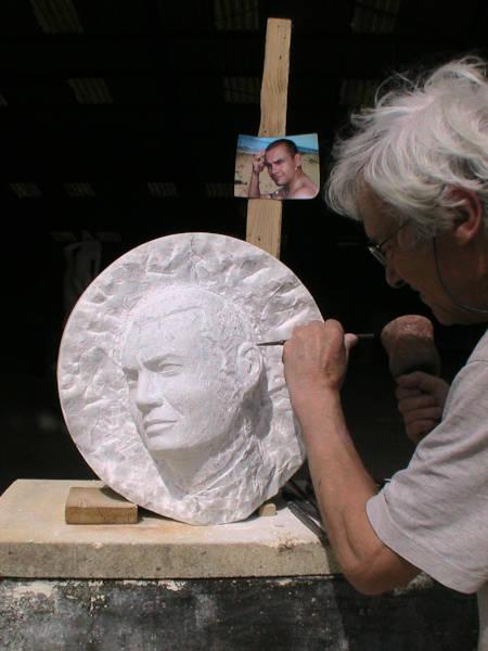 Finalisation du portrait en marbre