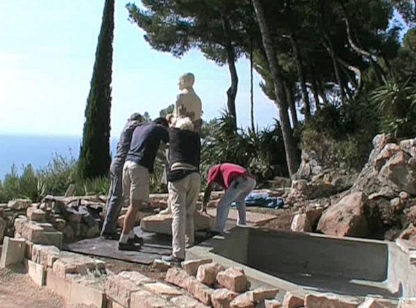 Les derniers efforts pour installer la statue