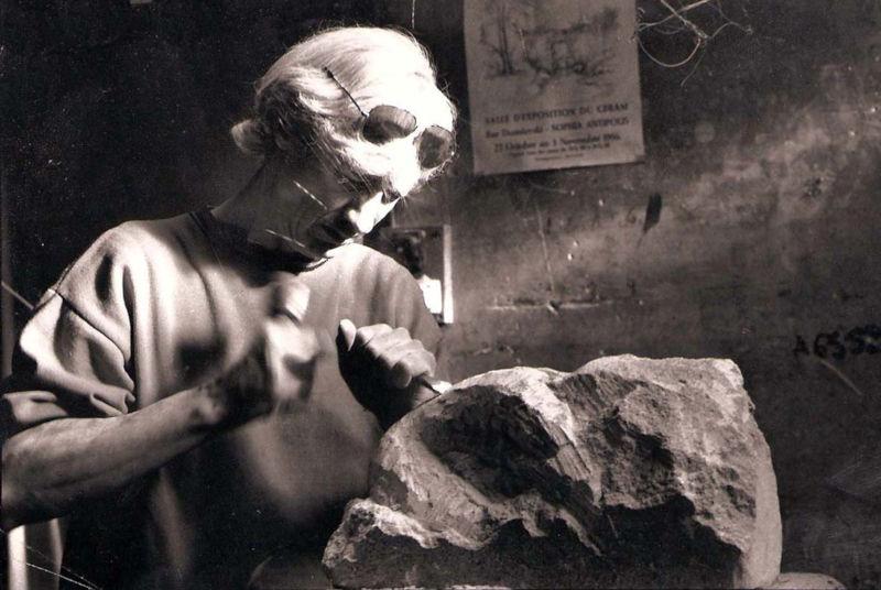 L'artiste face à son bloc de pierre : la sculpture en taille directe
