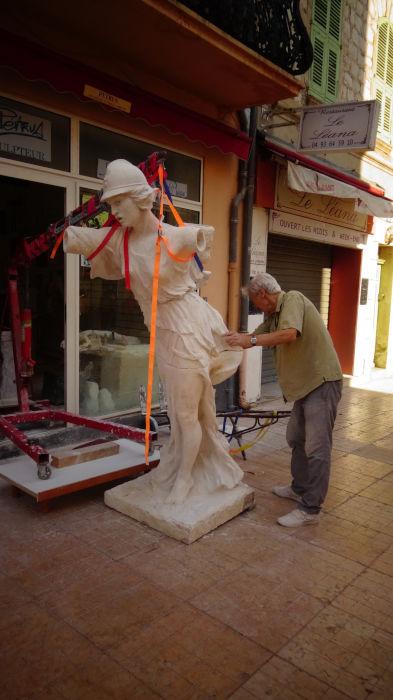 la statue en plâtre dans les rues de Vallauris